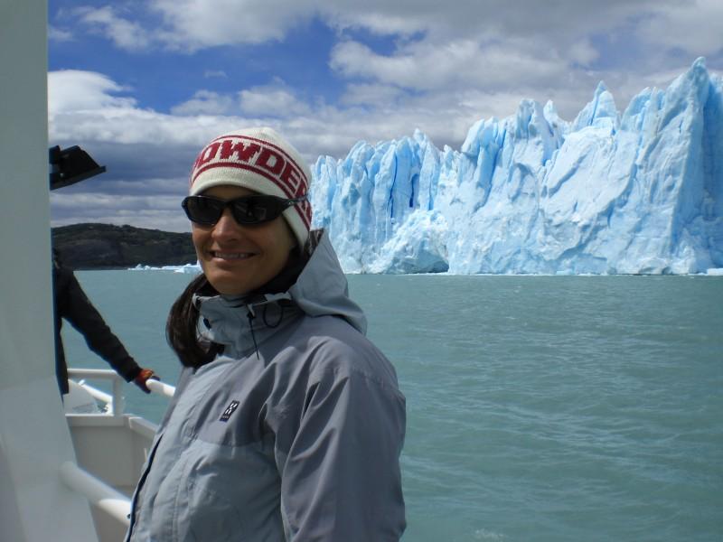 unglaublich blau schimmerndes Eis