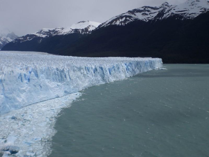 Perito Moreno Gletscher: ca. 60km lang, 5km breit und 60m hoch und immer noch am wachsen